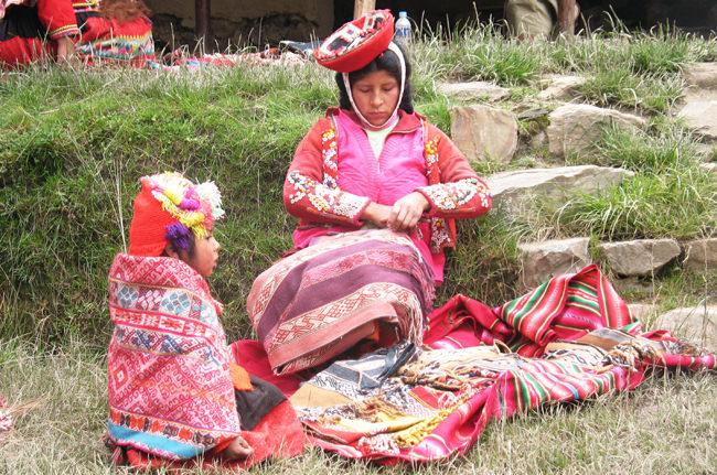 Quechua Woman & Child in Willyoq - Vegetarian Peru Adventures